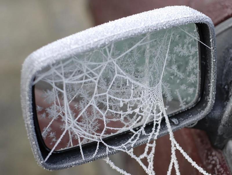 Замороженные автомобили, которые зима превратила в искусство (20фото)