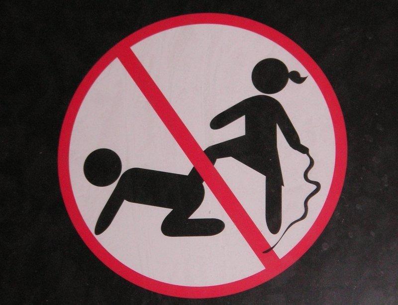 Буйство запретов: подборка запрещающих надписей и знаков. Часть 2 (55фото)
