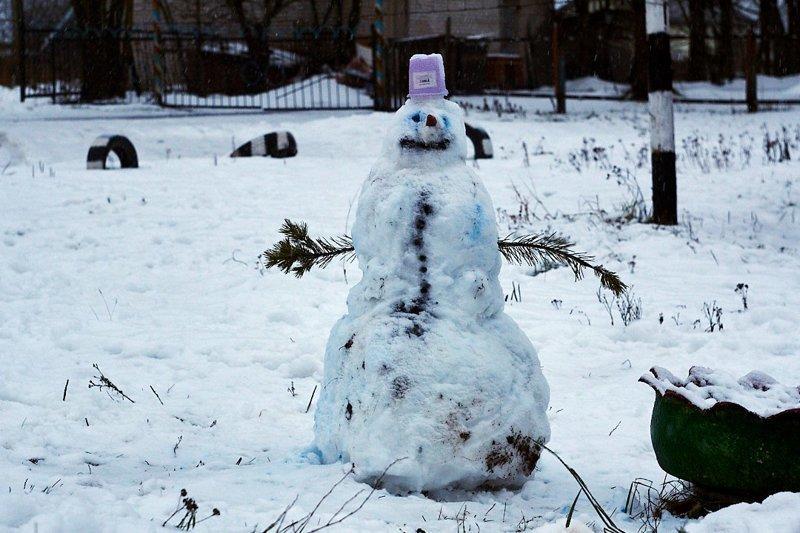 Я его слепила из того, что было: когда погода — не помеха новогоднему настроению (30фото)