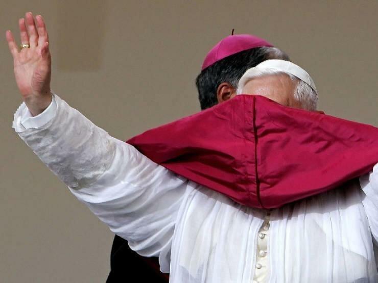 Ветер не любит Папу Римского и вот 20 доказательств (20фото)