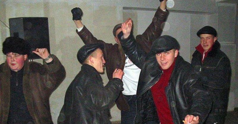 Деревенские дискотеки на рубеже столетий: стильно, весело и очень опасно (13фото)