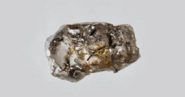 ТОП-10: Удивительные находки, обнаруженные внутри алмазов (10фото)