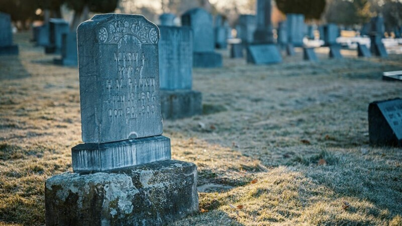 Скрытый смысл 11 распространенных надгробных символов (12фото)