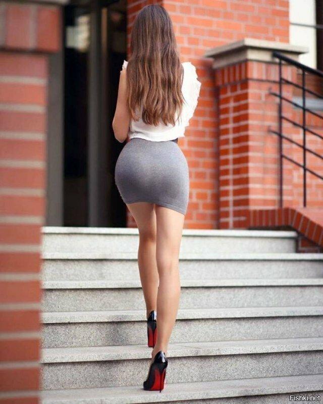 Девушки в мини юбках (12фото)