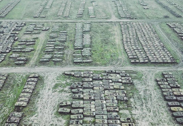 Кладбище российских танков в Сибири (17 фото)
