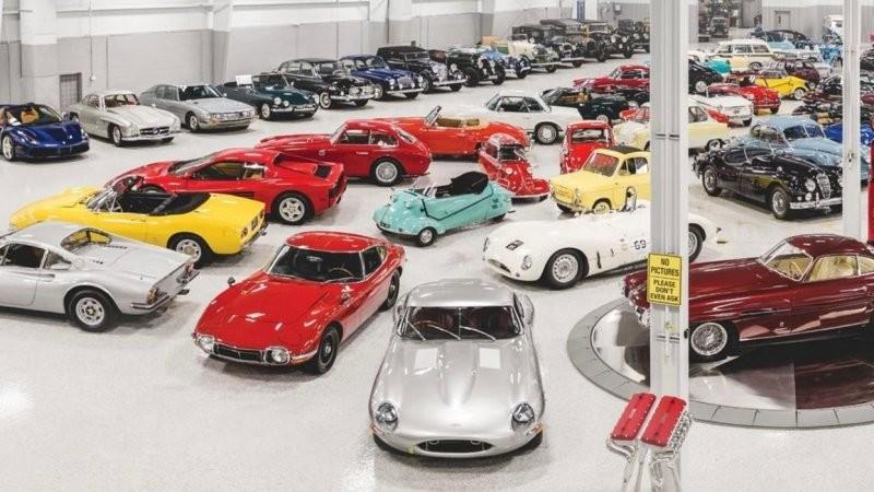Невероятная коллекция автомобилей предполагаемого мошенника продана на аукционе (10фото+1видео)