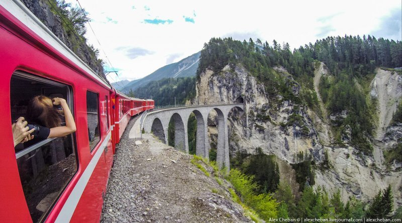 7 самых неожиданных мест, где явно не должно быть железной дороги (8фото)