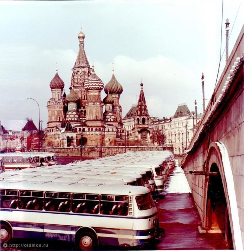 14 фотографий с автомобилями времен СССР (14фото)