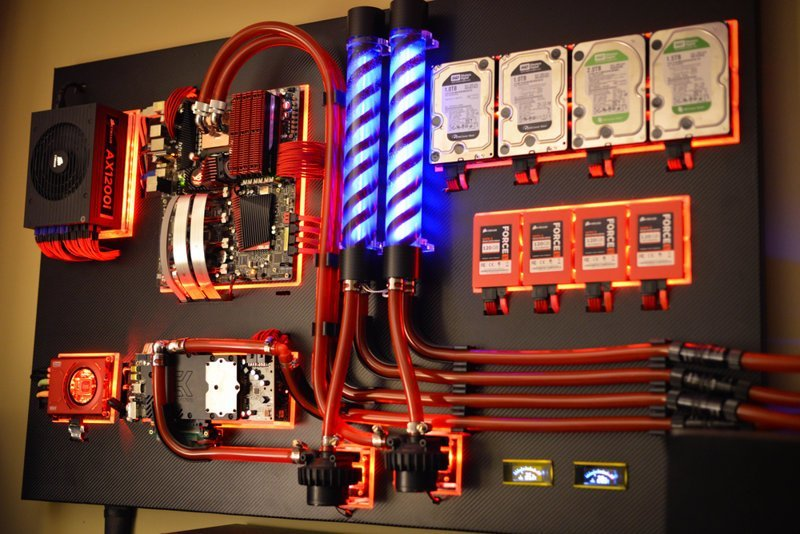 Подборка: компьютер на стене (8фото)